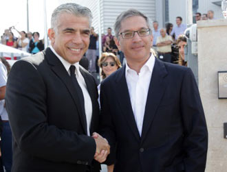 Israel Finance Minister, Mr. Yair Lapid, with Ilan Levin, Director of Stratasys